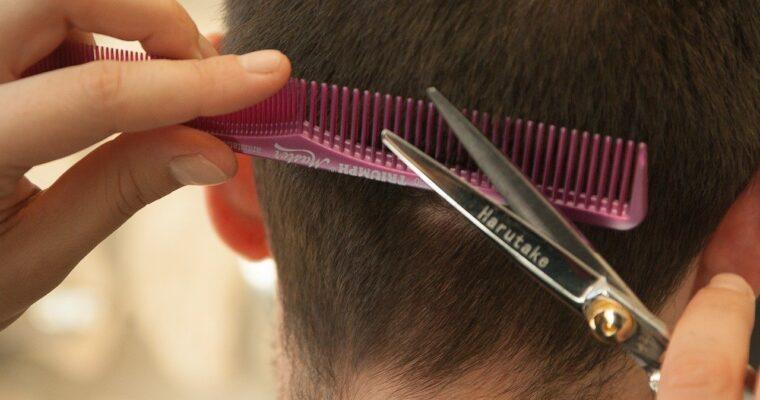 Comment couper les cheveux à la maison ? Pour les enfants et les adultes
